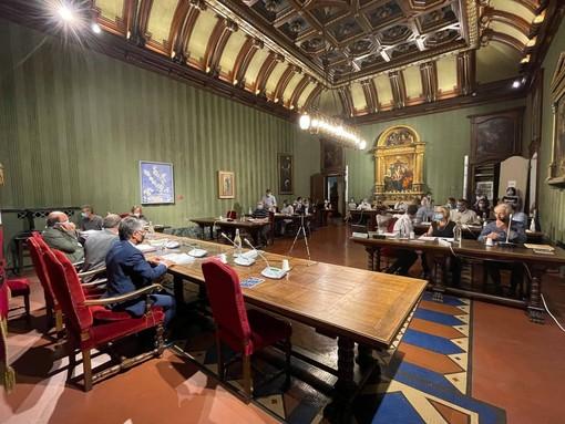Una seduta del Consiglio comunale albese
