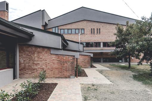 Il plesso scolastico del centro roerino, rinnovato nel 2016
