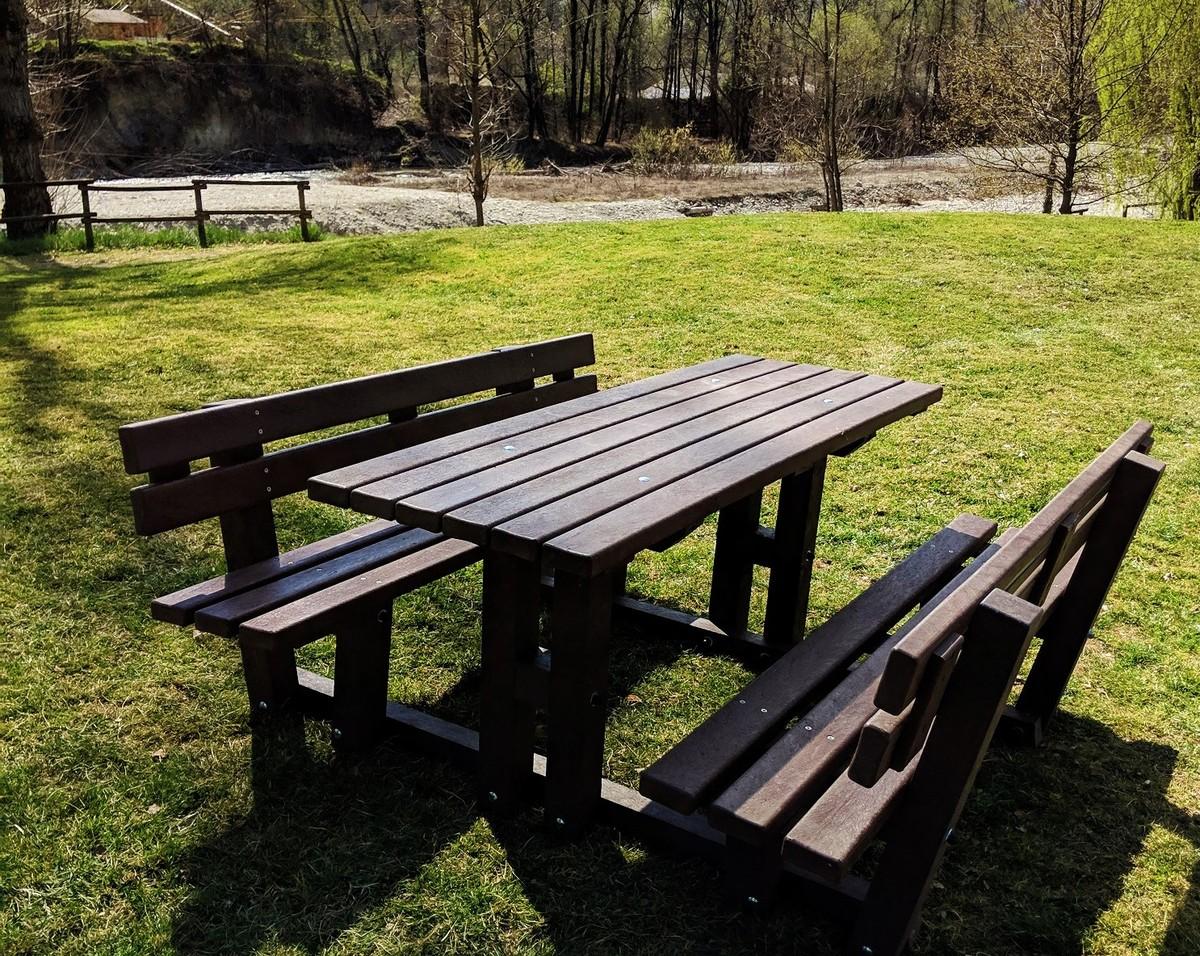 Arredi In Plastica Riciclata.Al Parco Fluviale Gesso E Stura Di Cuneo I Nuovi Arredi In Plastica Riciclata Targatocn It