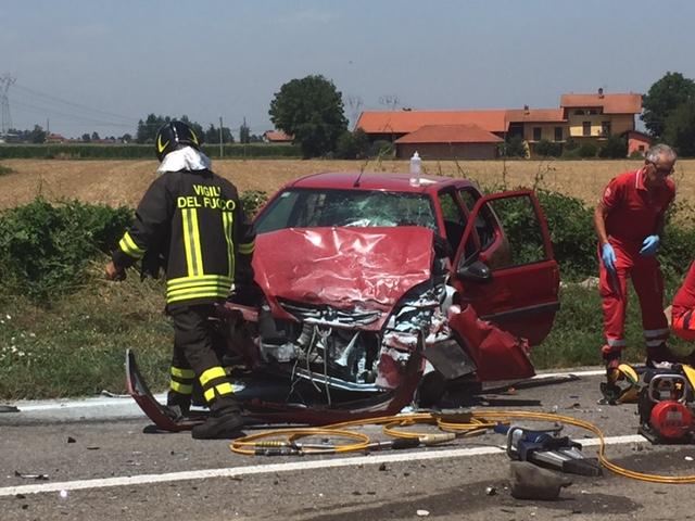 Incidente stradale a margarita scontro frontale tra furgone e automobile - Incidente giardini naxos oggi ...