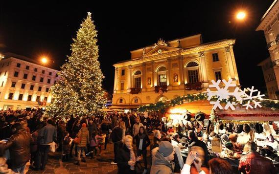 Decorazioni Natalizie Lugano.Con La Proloco Di Verzuolo In Gita Ai Mercatini Di Natale Targatocn It