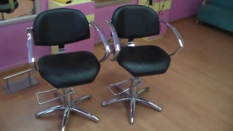 Alba parrucchieri ed estetisti in cerca di poltrone i for Poltrone parrucchiere usate