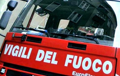 Motorino contro un'auto nel centro di Caraglio: sul posto vigili del fuoco e sanitari