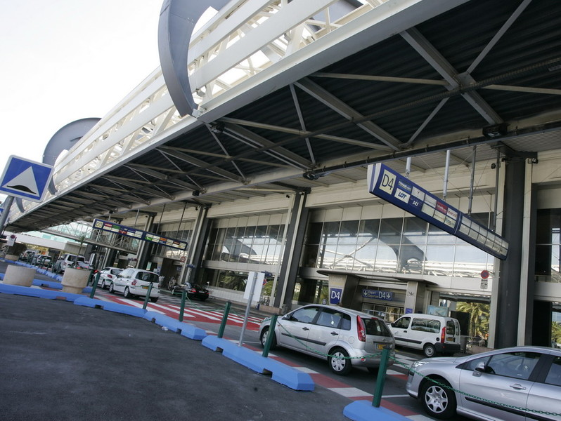 Aeroporto Nizza : Ufficialmente privatizzato l aeroporto di nizza targatocn
