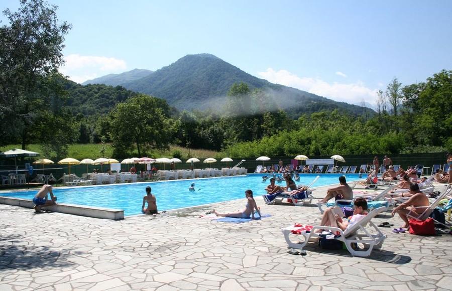 Paesana i tanti corsi presso la piscina comunale for Piscina cuneo