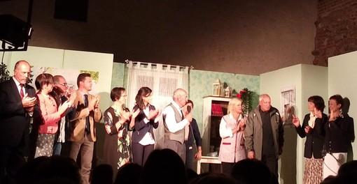 il cast della Compagnia d'la Vila nella commedia brillante CLEO