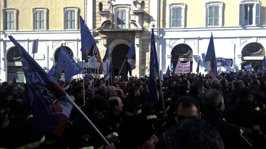 """Domani a Roma in protesta anche i vigili del fuoco di Cuneo: """"I politici si ricordano di noi solo durante le emergenze o ai nostri funerali"""" - TargatoCn.it"""