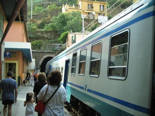 """Affollamento treni tra Liguria e Piemonte, l'assessore Gabusi: """"Stiamo aspettando il parere del Comitato tecnico scientifico per eliminare il distanziamento a bordo dei treni"""""""
