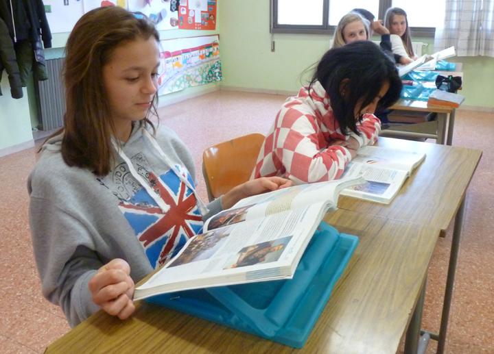 Sono arrivati i leggii nelle scuole di cuneo sponsorizzati da uno studio dentistico - Leggio da tavolo per studiare ...
