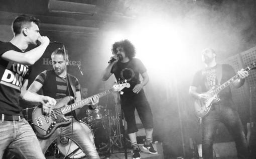 Tra le chitarre rock, a Pinerolo arriva il rap di Caparezza