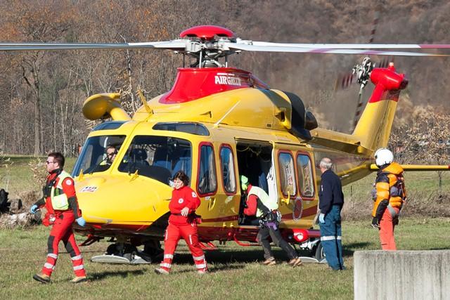 Elicottero 118 Modello : Paesana incidente sul lavoro per un boscaiolo enne in