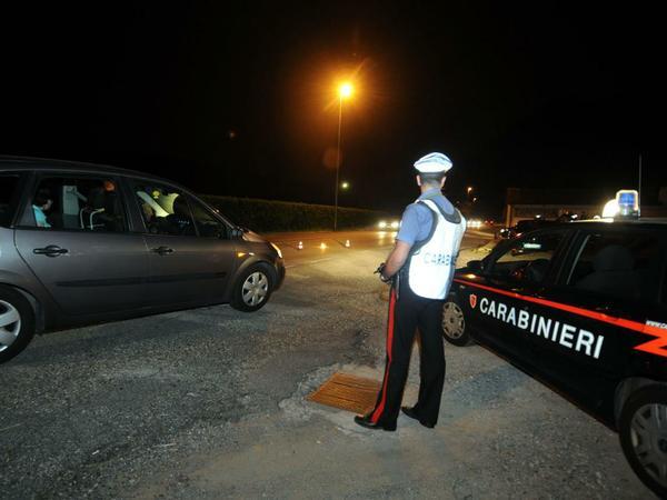 Bloccato in auto con della cocaina arrestato a vezza d for Disegni di posto auto coperto in piedi