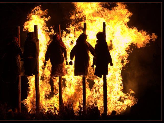 Risultati immagini per strega sul rogo