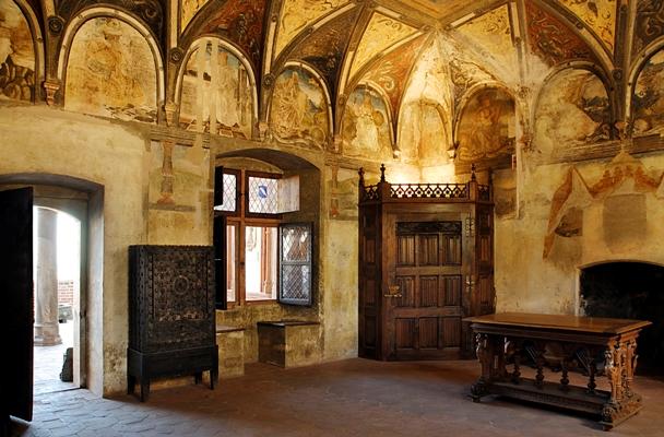 C spazio anche per casa cavassa di saluzzo nel piemonte for Piani di casa castello medievale