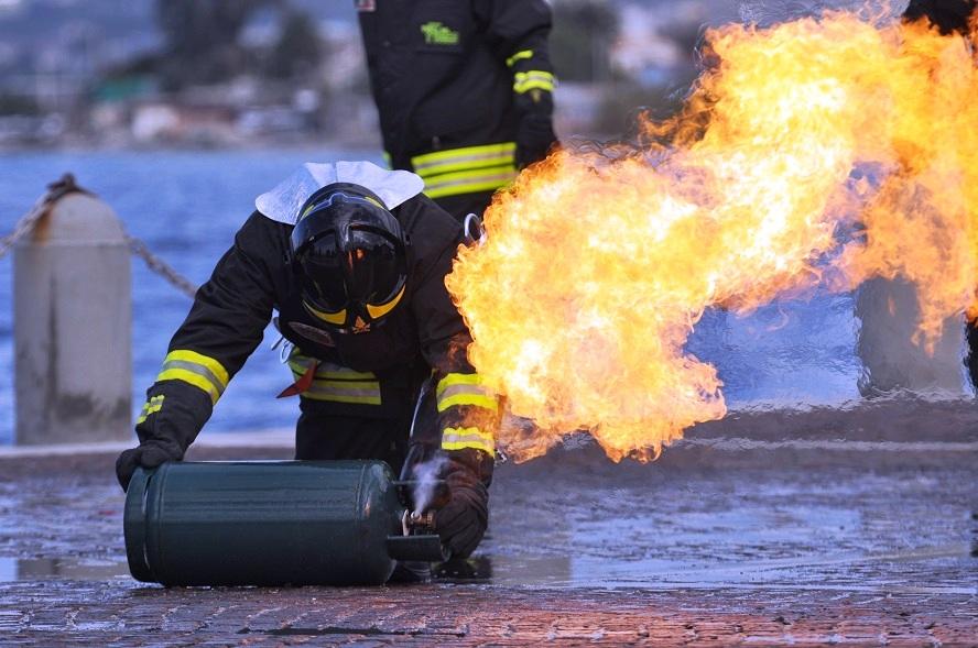 A fuoco 5 bombole di GPL vicine ad una casa a Revello ...