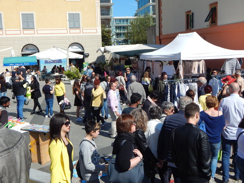 """b35efbf8023e9 Il Mercato Riviera delle Palme"""" domenica torna a Finale Ligure ..."""