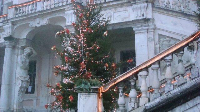 A Govone Paese Di Natale La Sfida A Dama Tra Babbo Natale E Il