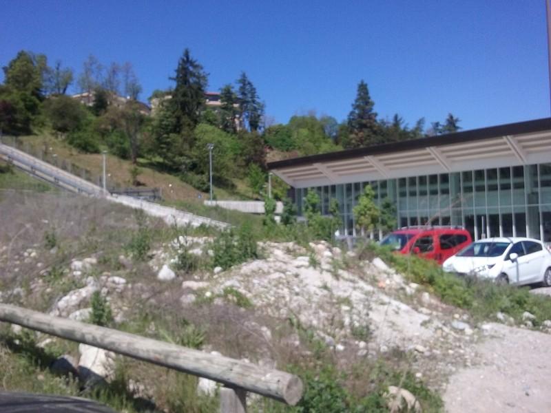 Finalmente al via i lavori di sistemazione del parcheggio for Allergia al cloro delle piscine