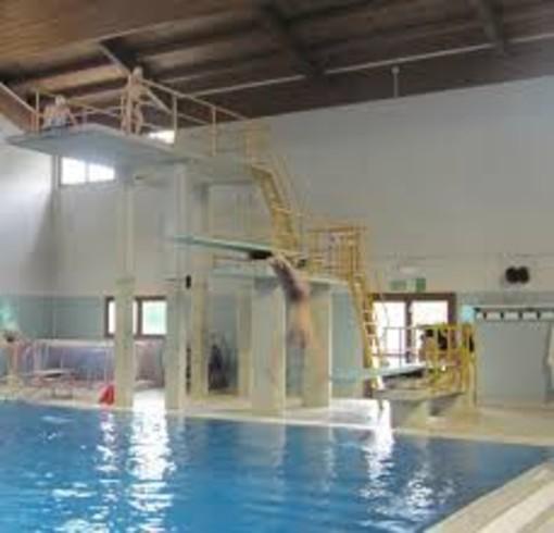 Una petizione per salvare la vasca tuffi della piscina di for Piscina cuneo