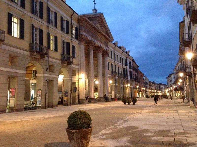 Progetto Di Arredo Urbano.Nuovo Arredo Urbano A Cuneo Come Cambiera Via Roma