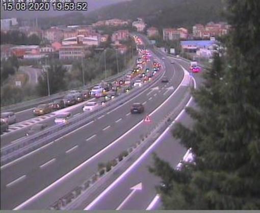 Incidente tra Spotorno e Savona verso l'innesto con la A6: code e rallentamenti