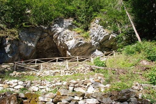 La grotta del rio Martino di Crissolo è riaperta ai visitatori che dovranno pulirsi bene le scarpe dopo l'escursione