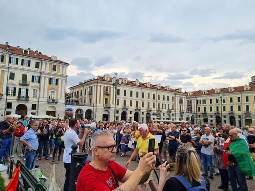 """A Cuneo la protesta anti-green pass: """"Basta limitazioni della libertà e ricatti velati"""""""