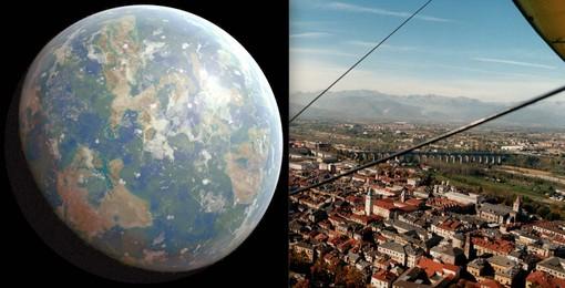 Un'immagine della Terra (Public Domain Pictures) e la veduta di Cuneo scattata dal deltaplano
