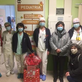 Cuneo: la befana dell'AVIS porta gioia ai bimbi di pediatria