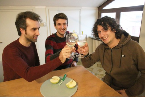 """Nicolò, Livio ed Elia brindano al futuro dell'azienda e di """"Arvirà"""""""