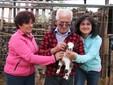 Alda, Andrea e Cinzia coccolano il piccolo capretto Birillo nato nella Domenica delle Palme