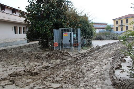 L'esterno dell'istituto colpito dall'alluvione