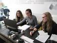 Cristina, Antonella e Martina al lavoro nel reparto amministrativo