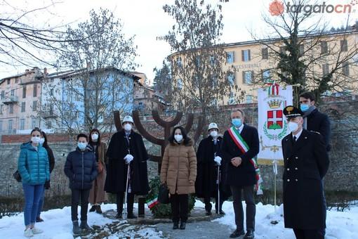 """Mondovì celebra il """"Giorno della Memoria"""". Il sindaco Adriano: """"Ricordare è dovere della comunità"""" (FOTO E VIDEO)"""
