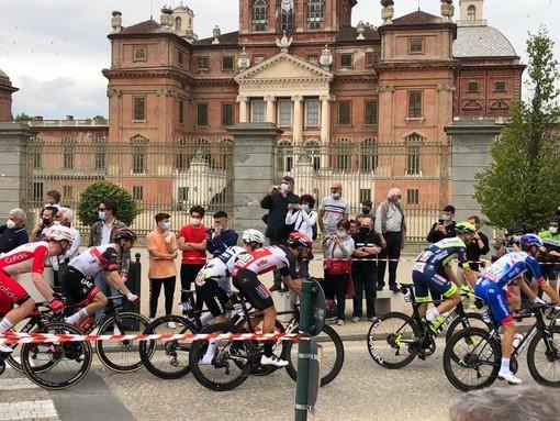 Racconigi saluta il passaggio del Giro d'Italia