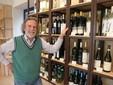 Biestro con alcune etichette di vini bianchi