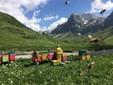 Marzia al lavoro nell'apiario immerso nella splendida natura della Valle Ellero