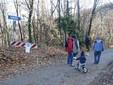 Valentina, Alessandro, mamma Maria Paola, papà Giancarlo e il piccolo Edoardo da via Unie imboccano la strada per Niere
