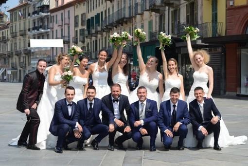 Scene da matrimonio in corso Italia a Saluzzo: sette spose reindossano l'abito bianco per rivivere il giorno più bello (FOTO E VIDEO)