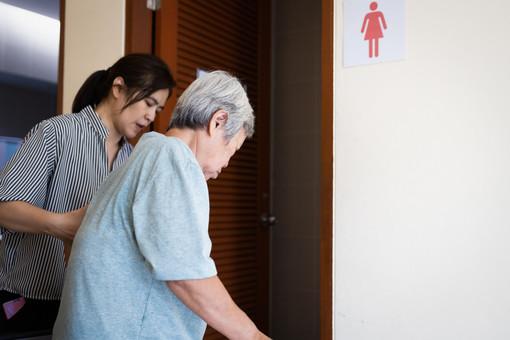 Igiene intima degli anziani: quali precauzioni adottare