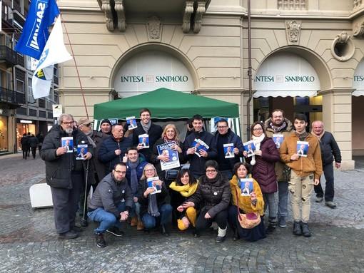 Gli attivisti della Lega albese, coinvolti in questi giorni nella campagna #SalviniNonMollare