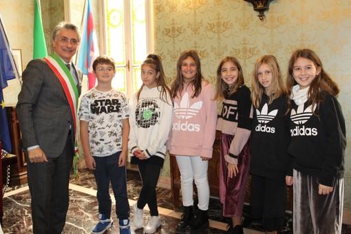 """Alba, i bimbi della Primaria """"Coppino"""" fanno lezione nel Palazzo comunale"""
