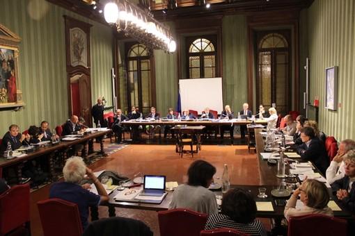 Il Consiglio albese torna a riunirsi. Nella foto di Gisella Divino la seduta del 27 settembre scorso