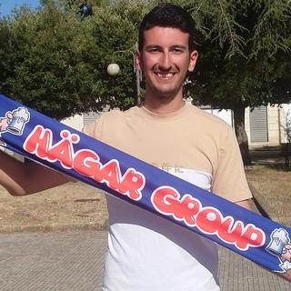 Alberto Marra con la sciarpa degli Hagar Group