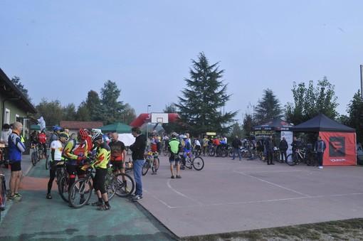 """Successo per """"La Roeroica"""", primo raduno di mountain bike vintage del Roero"""