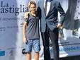 """Ajmone e Piero Bolla  davanti alla Castiglia per l'inaugurazione della mostra """"Vivre d'hazard"""""""