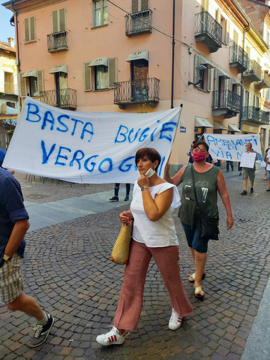 "Alba, Goia all'attacco del Comune: ""Ci toglie i banchi in via Maestra  e affida i nostri spazi a bar e negozi"""