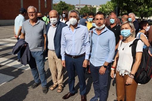 Alba: il sindaco Carlo Bo al presidio dei lavoratori coinvolti nella chiusura della Stamperia Miroglio di Govone