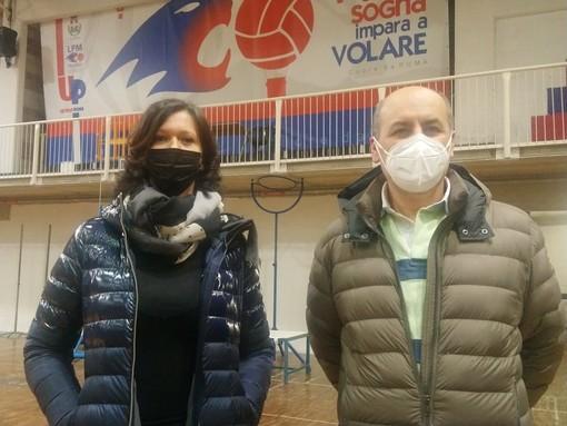 I presidenti Alessandra Fissolo (Lpm Pallavolo Mondovì) e Rocco Bertolino (Vicoforte Volley Ceva)