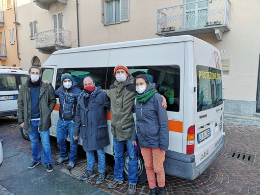Negli scatti realizzati da Maurizio Bongioanni e gentilmente messi a disposizione del nostro giornale il mezzo carico di indumenti partito ieri alla volta della Val Susa